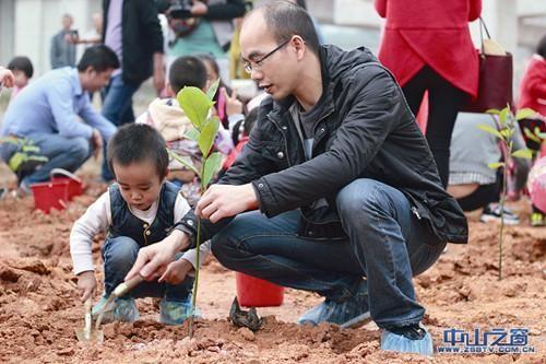 千人亲子植树收获快乐