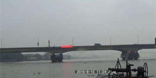 """中山""""桥卫士""""为船舶通航保驾护航"""