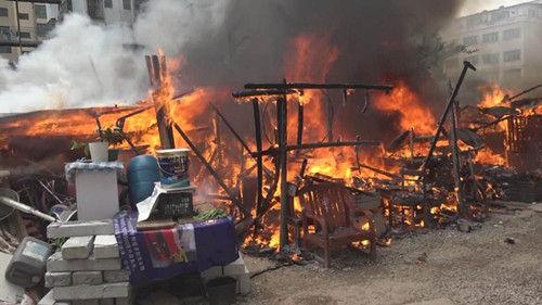 【沙溪】木棚发生火灾 鸡飞走了鸭烧死了
