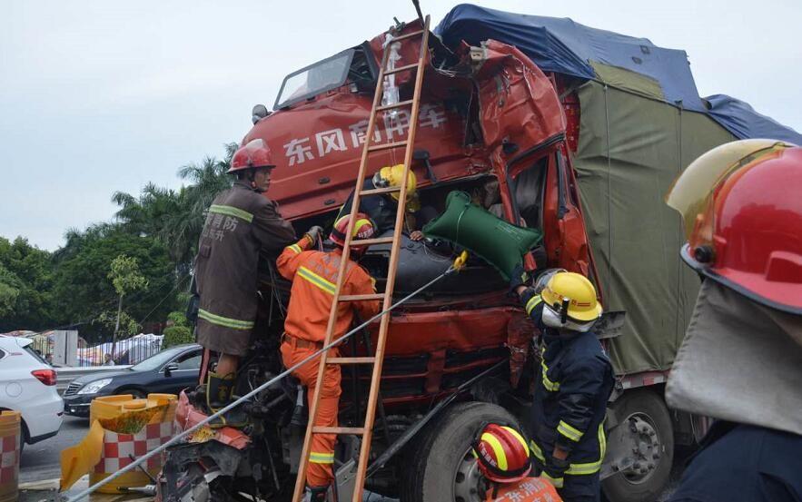 珍爱生命,远离大货!中山消防员把他从死亡边缘上拉了回来