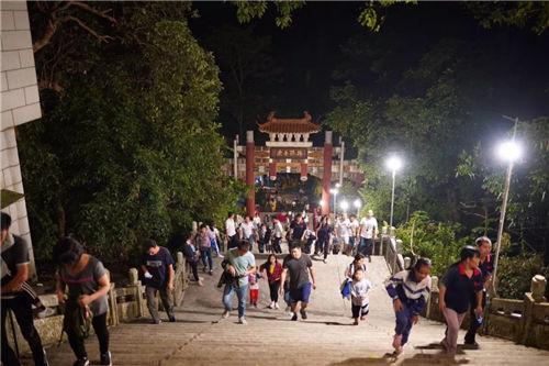 大批中山市民昨晚登山!大尖山上发生的这一幕幕,让人感动~
