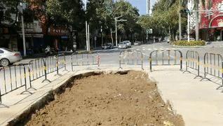 路面污水渗漏原因已查明,修复工作正加紧进行