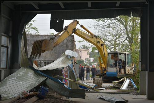 """【民众】""""蓝箭""""行动进行时,民众镇拆除违法建设2000平米"""
