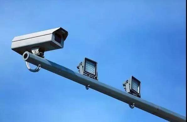 还敢开车玩手机?下月起,中山启用316个电子警察!分布在……