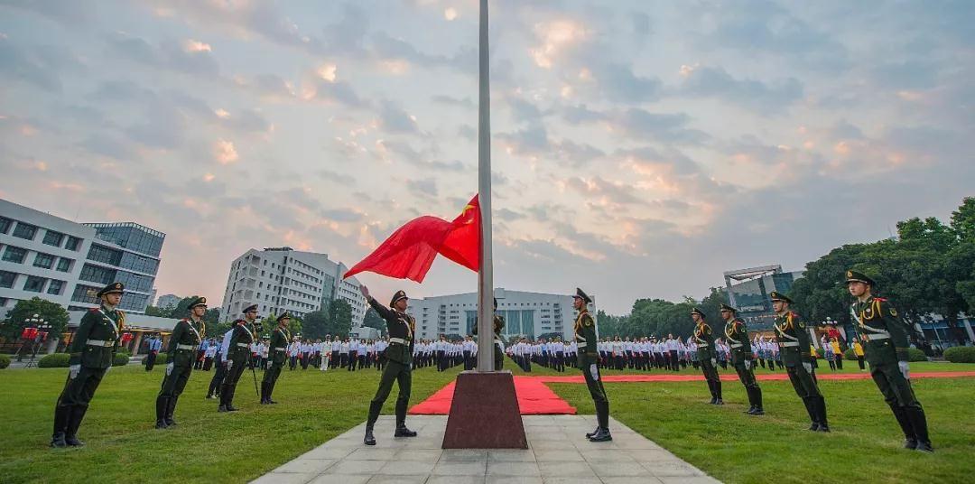 国旗飘扬,国歌嘹亮!中山举行庆祝新中国成立70周年升旗仪式