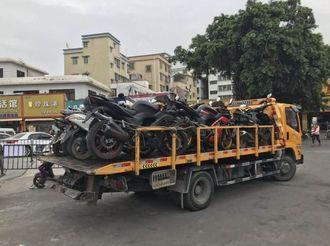 """【坦洲】摩托车""""大丰收""""?交警:开摩托车,这样违法!"""