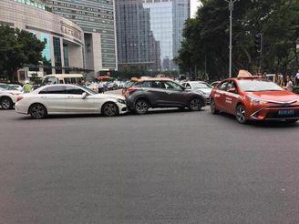 广州林和中路交通事故致多名行人受伤!警方最新通报来了