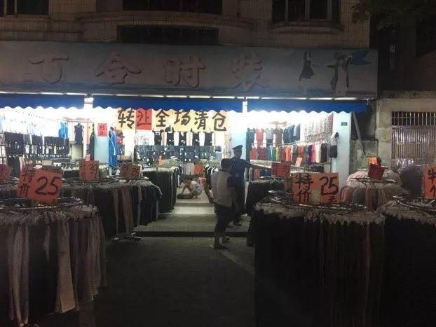 """網友:中山這里有個""""燈光夜市"""",嚴重堵塞交通!什么情況?"""