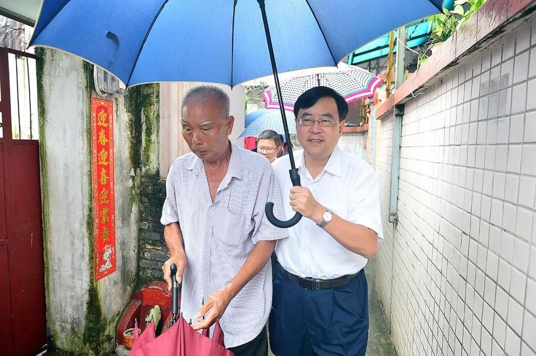 """暖心!""""七一""""前夕,市領導走訪慰問困難黨員和老黨員"""