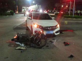 【V眼中山】揪心!摩托车闯红灯被撞 司机飞过车顶坠地身亡