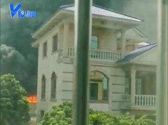 【V眼中山】突发!阜沙一幼儿园附近发生火灾 现场黑烟滚滚