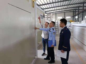 黄圃消防部门拆除违规彩钢板建筑上万平方米