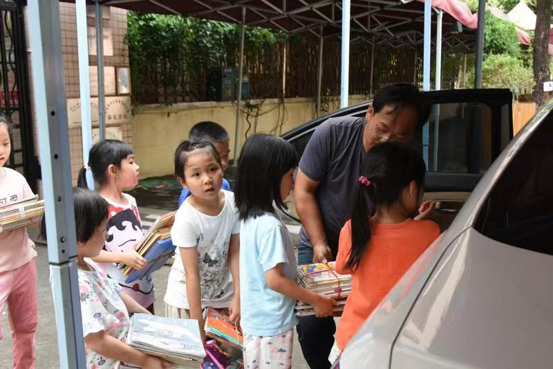 【石岐】雍景园幼儿园捐书超2500册,圆山区孩子阅读梦!