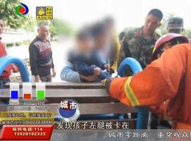 婴儿左脚被卡健身器材内 消防到场营救
