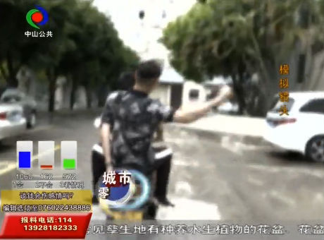 女子街头散步遭遇飞车抢夺?