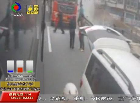 視頻丨暖心!路邊大貨車起火 熱心街坊出手滅火